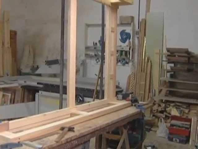El artesano ANTONIO MARTÍN trabaja la madera