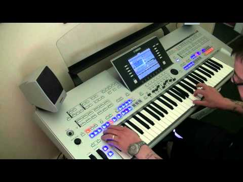 I Write the song's Barry Manilow - Yamaha Tyros
