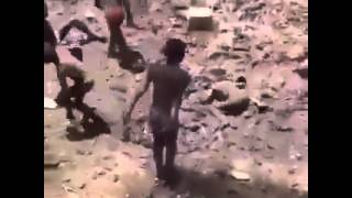 getlinkyoutube.com-Africa's children swimming in the mud .   أطفال إفريقيا يسبحون في الوحل