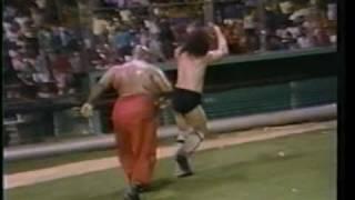 getlinkyoutube.com-WWC: Carlos Colón & Abdullah The Butcher vs. Bruiser Brody & Stan Hansen (1984)