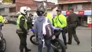 getlinkyoutube.com-La Policía Metropolitana intervino varias cuadras de Barrio Antioquia de Medellín
