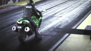 getlinkyoutube.com-Kawasaki ZZR 1400 2012 vs Suzuki Hayabusa 1300 2011