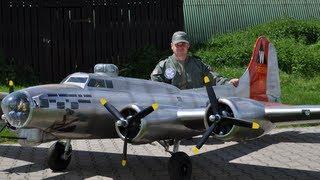 getlinkyoutube.com-19 ft. B-17 Flying Fortress - Aluminum Overcast