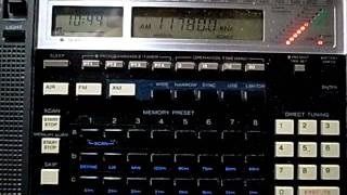 getlinkyoutube.com-Comparison of Sony ICF-2010 and Tecsun PL-660 : 11780kHz Radio Nacional da Amazonia