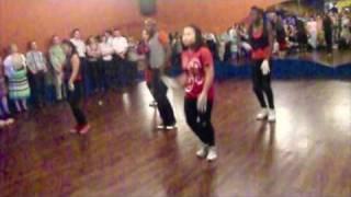 getlinkyoutube.com-Auftritt der Hip Hop Tanzgruppe Diamonds beim Tanz in den Mai 2011