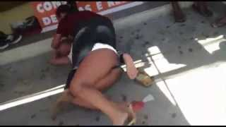 getlinkyoutube.com-MMA - Mulher rouba short e  perseguida por vendedora na Serra