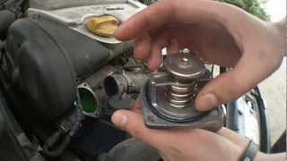 getlinkyoutube.com-Changing thermostat (Opel Vectra b X16XEL)