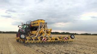 Claydon Drills Hybrid T6 trailed drill running in Bedfordshire, UK, 18 August 2015