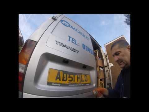 Как поменять заднюю лампочку для подсветки номера ford transit