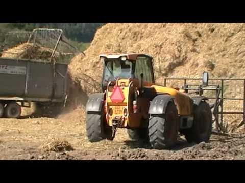Traktory svoz a stohování slámy.mpg