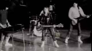 "getlinkyoutube.com-Suzi Quatro - Devil Gate Drive - ""The Original B&W Clip"""