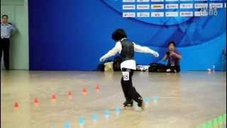 getlinkyoutube.com-Chinese girl amazes with her roller skating dance routine to 'Beat It'  (HD)