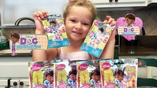 getlinkyoutube.com-Doc McStuffins Blind Bags Opening and Review with Kayla