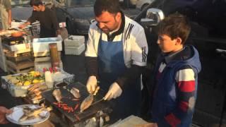 Karaköy Balıkçılar Çarşısı Girişindeki Balık Ekmekçiler Rocks!