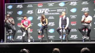 getlinkyoutube.com-Jon Jones & Daniel Cormier Verbal Sparring (UFC 178 Q&A Media Day- LA)