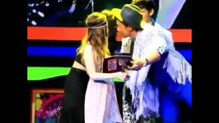 getlinkyoutube.com-James Reid's Reaction after Alex Diaz Scored Another Kiss from Nadine Lustre