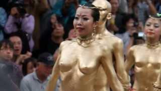 getlinkyoutube.com-2012/10 大駱駝艦金粉ショウ、大須大道町人祭1 スロー