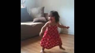 getlinkyoutube.com-Baby girl dancing waka waka