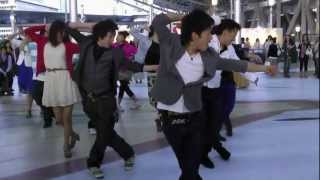 getlinkyoutube.com-大阪駅 ゲリラダンス フラッシュモブ 4 20120513