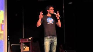 'Überwachung: Computer, die auf Menschen starren' - Benjamin Kees beim 43. Science Slam Berlin