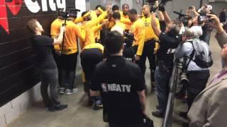 Golden State Warriors (3-0) pregame tunnel huddle + run incl Kevin Durant dance move, Game 4 vs POR
