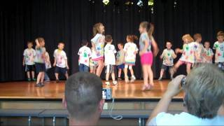 getlinkyoutube.com-Kindergarten Graduation Dance