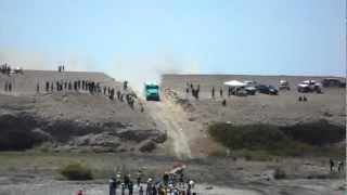 getlinkyoutube.com-Dakar 2012 camiones cruzando rio Sama - Tacna