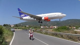 getlinkyoutube.com-Low Landings. Danger from aircraft blast. Skiathos, Greece.