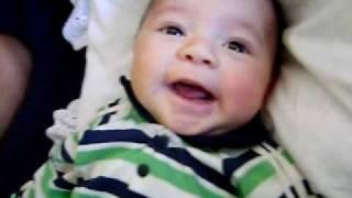 Joao Victor bebe de 2 meses falando vovó.AVI