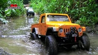 getlinkyoutube.com-3 trucks enjoying the mud soup SPA pool! Mudding at Butterfly Trail! RC offroad adventures
