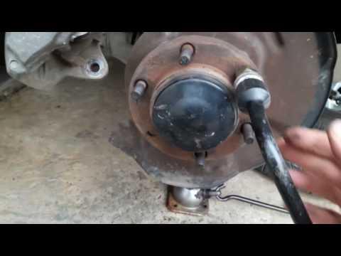 Как заменить сломанные шпильки на суппорте автомобиля