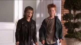 getlinkyoutube.com-Los pequeños traviesos - Butch y Woim persiguen a los chicos