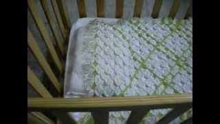 getlinkyoutube.com-Colcha para cunita  de bebé, hecha de lana, fácil de hacer.
