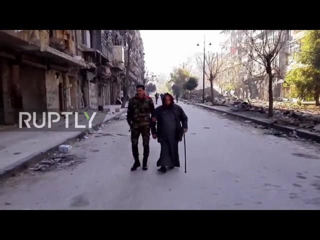 Menschen fliehen aus besetzten Gebieten in Aleppo