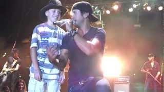 getlinkyoutube.com-Luke Bryan Shake it for me with Logan at Porter County Fair