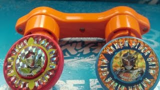 getlinkyoutube.com-Beyblade Knockoff Review! Kamen Rider Gaim Dual Launcher Spinning Tops - DUOTRON WITH BUTTONS?