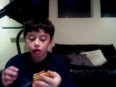 eating pizza -AGmJ4qUSKQU