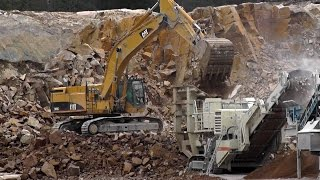 getlinkyoutube.com-CAT 365CL Working In A Quarry