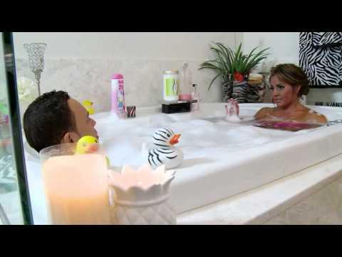 Maripily Rivera y Alexis Valdés se bañan juntos