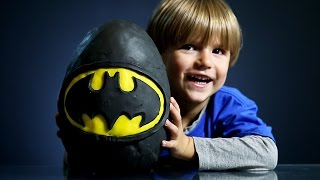 getlinkyoutube.com-Giant Batman Surprise Egg made of Play Doh