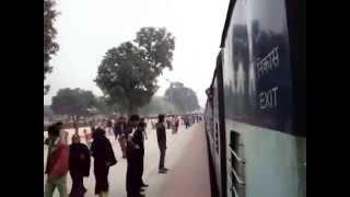 getlinkyoutube.com-Azamgarh railway station Godan express