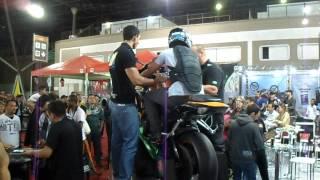 getlinkyoutube.com-Fábinho - Simulador de Empinar a moto, Salão 2 Rodas