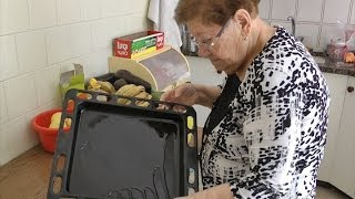 getlinkyoutube.com-המטבח של סבתא שולה - פרק 2 - בקלאווה