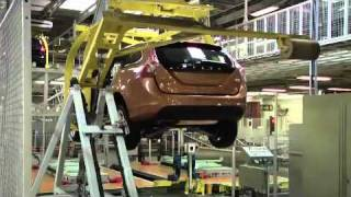 getlinkyoutube.com-Volvo V60 tuotanto on aloitettu Torslandan tehtaalla