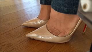 getlinkyoutube.com-High heels, toe cleavage close up