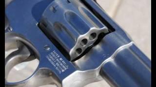 getlinkyoutube.com-Smith & Wesson Model 617 .22 LR Revolver - Slideshow