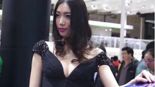 getlinkyoutube.com-世界のモーターショーのキャンギャルは美人な上に過激すぎなShowだった①