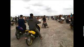 getlinkyoutube.com-Balap Liar Makassar ninja, matic, satria fu bore up #1