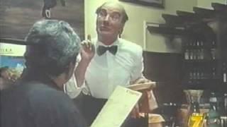 "getlinkyoutube.com-Alfonso Tomas - Il cameriere Rudy in ""Pierino torna a scuola"""