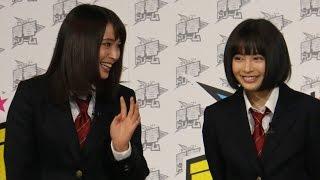 getlinkyoutube.com-広瀬すず、姉アリスと男子校にサプライズ登場!180人が大興奮!「マッチ」新CM発表会1 #Suzu Hirose #Alice